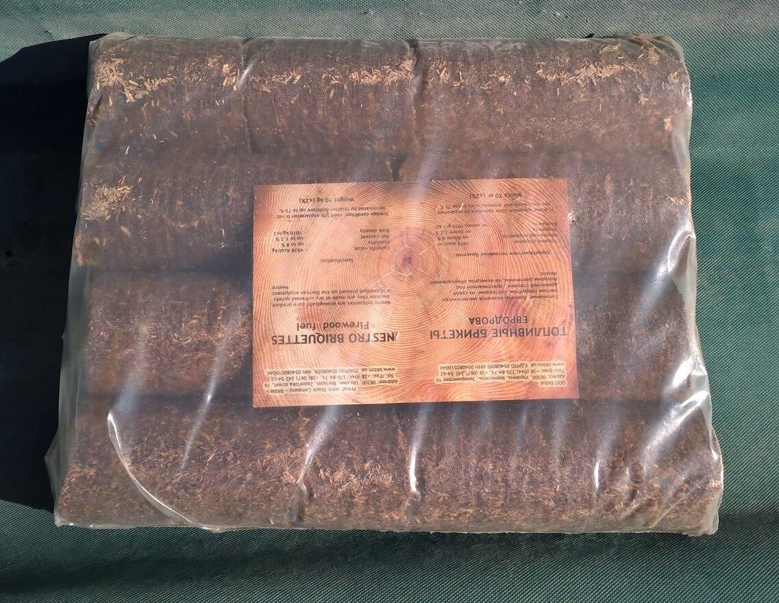 Брикет топливный Nestro в упаковке из термоусадочной пленки с этикеткой