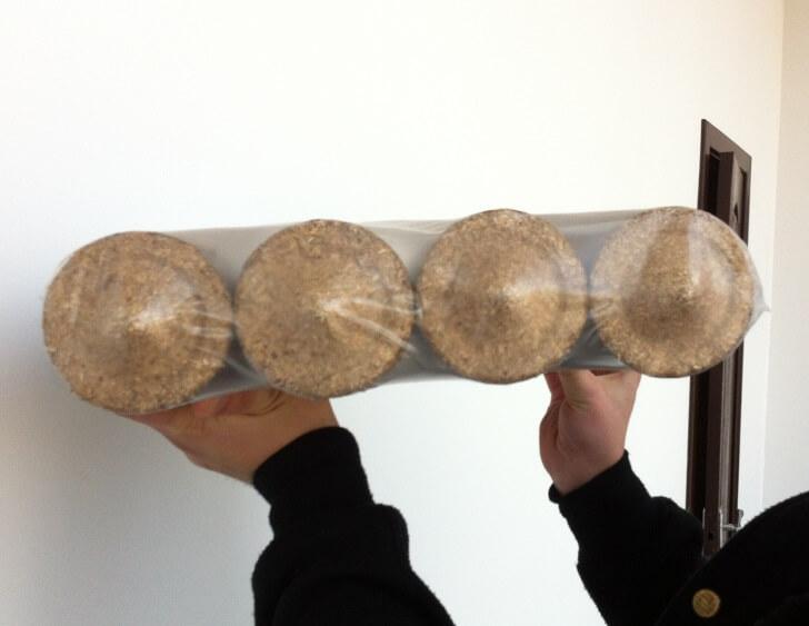 Брикет топливный Nestro в упаковке из термоусадочной пленки.Вид сбоку
